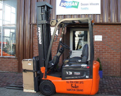Electric 1.3 ton capacity forklift
