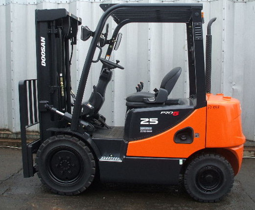 2010 forklift 2.5 ton weight & 4.73 m height